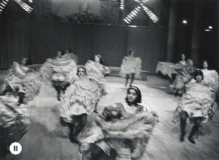 Ilse Bing拍攝的知名芭蕾舞劇《漂泊者》在紅磨坊首演場景。(受訪者提供)