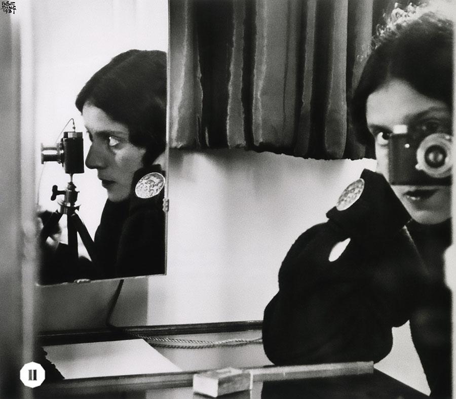 獨特的鏡面構圖展示Ilse Bing的青春年華。(受訪者提供)