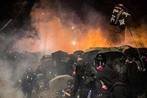 香港奏「國歌」全場沸騰 網民嘆:有這群青年在,香港永遠不會亡!