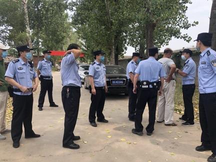 中共在北京郊縣密雲集中人力進行強拆。(知情者提供)