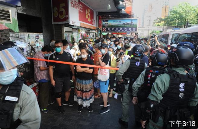 佐敦,彌敦道出現大量防暴警察,拉起封鎖線。(宋碧龍/大紀元)