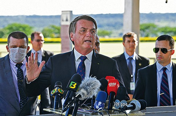 2020年3月20日,巴西總統博爾索納羅(Jair Bolsonaro)向媒體發表講話。(Getty Images)