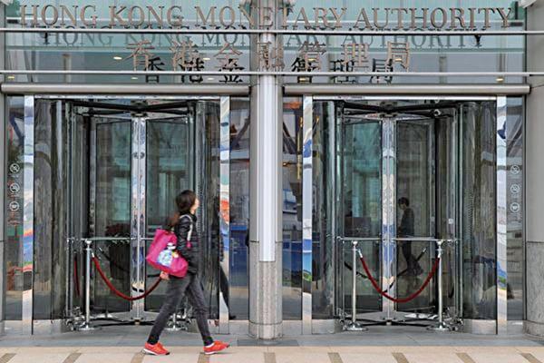 香港金管局預計銀行業未來幾季資產質素或轉差,潛在壞帳撥備將增加。(AFP)
