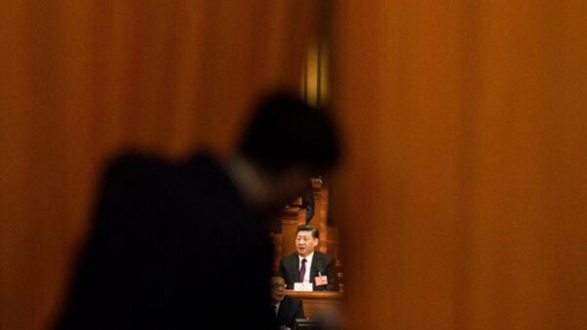 中共紅二代徐澤榮說,習近平如同坐在火山口,紅二代和中共高層都要習近平下台。(FRED DUFOUR/AFP/Getty Images)