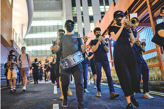 ██去年9月18日,城市大學舉行《願榮光歸香港》快閃音樂會。(PHILIP FONG / AFP / Getty Images)