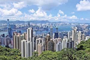 彭博:本港下半年樓價升半成 寫字樓租金跌15%