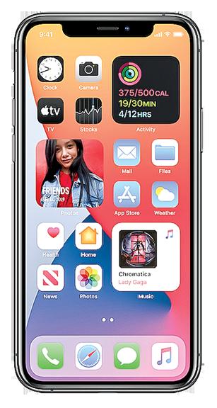 iOS 14最大的一項改變是讓主頁面有更自由的設定,可以改變按鈕尺寸和顯示更新信息。(蘋果官方視頻截圖)