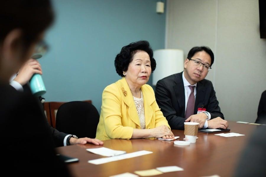 陳方安生退出政治舞台 評論:走到這一步是在中共脅迫下的無奈選擇