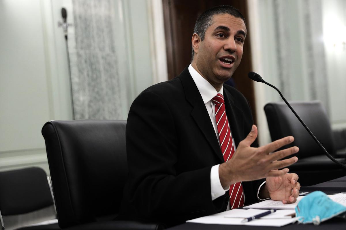 6月24日,FCC主席帕伊在華盛頓舉行的聽證會上作證。他表示,隨著北京和華盛頓之間在貿易、中共病毒和安全性問題上的緊張關係日益加劇,FCC對中共公司的審查越來越嚴格。(圖:ALEX WONG/POOL/AFP via Getty Images)