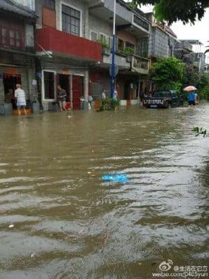廣州珠江內河增水,街道被淹。(網絡圖片)