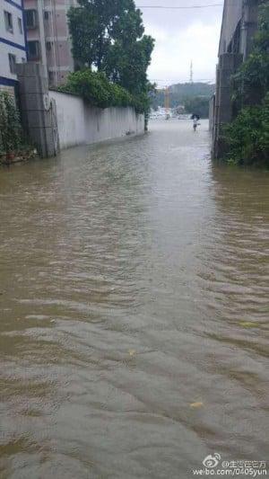 廣州珠江內河增水,街道積水被淹。(網絡圖片)