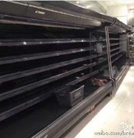 超市裏的物品被搶空。(網絡圖片)