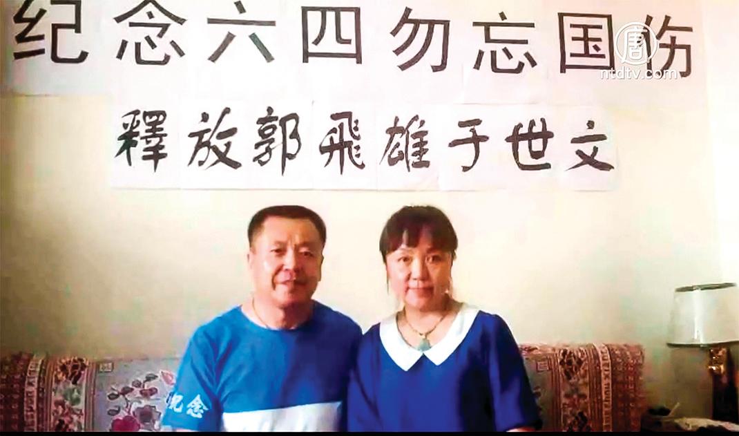 北京維權人士張寶成多年間持續推動中國民主轉型、參與要求官員財產公示等公民行動。圖片為此前他在中共宣傳標語前拍攝的內涵圖片,以手遮宣傳標語的字變為「有中國共產黨就沒有新中國」、「沒有共產黨就有新中國」。(RFA)