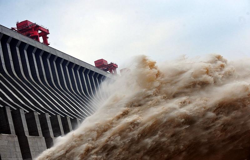 有知情人士透露,大陸水利專家曾對三峽潰壩進行模擬試驗,得出的結論驚人,專家們為此特意在湖北神農架設置避難處。(STR/AFP/GettyImages)