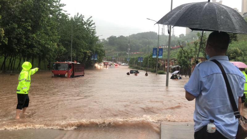 重慶再遭暴雨,綦江再陷塌方。圖為重慶被淹部分路段。(網絡圖片)