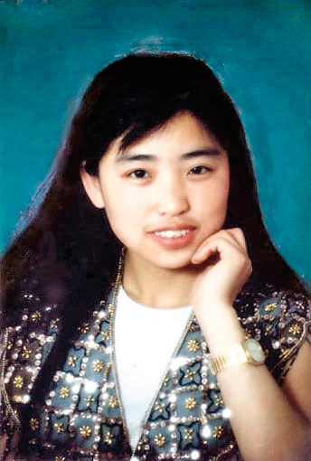 天行的媽媽馮曉敏2004年被迫害致死,年僅34歲。