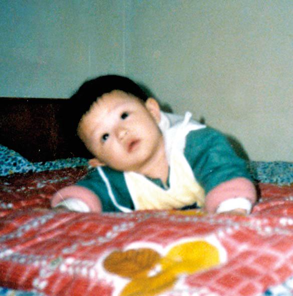 小天行1歲多,媽媽就含冤離世,由姨媽撫養