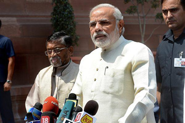 在中印對峙持續之際,印度總理莫迪(Narendra Modi)7月3日突然現身中印邊境拉達克(Ladakh)地區視察。圖為莫迪資料圖片。(RAVEENDRAN/AFP/Getty Images)
