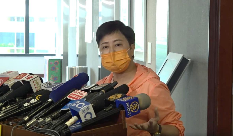 民主黨議員黃碧雲指,並未親眼見到「潑水」,反而是葉劉不按照議事規則辦事,濫用權力。她懷疑「是否想讓香港變成『人大』?」(影片截圖)