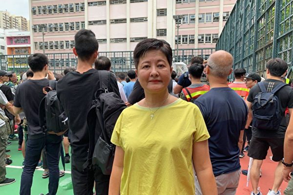 民主黨立法會議員黃碧雲指,如果「國安法」凌駕一切法律,那麼議員在立法會反映民意恐怕將會被封口。對於「光復香港,時代革命」的口號被禁,她認為,涉及的不只是「一小撮」,是政府有份「與中共一起欺騙香港人」,大陸「老屈(污衊)的情況,很悲哀地來到香港」,她敦促「中共政權收手」。(大紀元資料圖片)