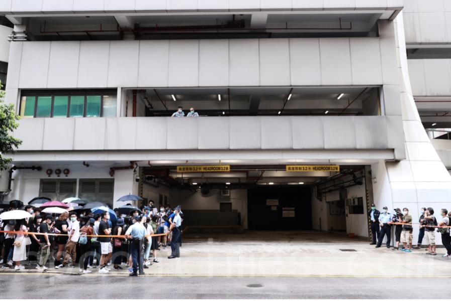 機場拘男子涉七一刺警 官指控方提證一面倒惟仍拒保釋