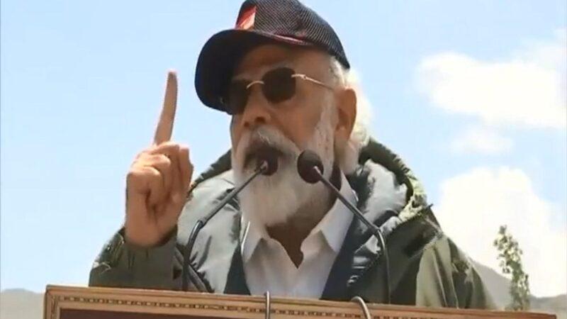 印度總理莫迪(Narendra Modi)2020年7月3日突然前往拉達克尼姆(Nimu)的軍事基地巡視邊境部隊。(影片截圖)