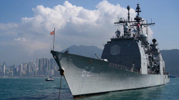 美國2艘航空母艦前往南海地區,在美國國慶日舉行海軍近年來最大規模的軍演。示意圖(ANTHONY WALLACE/AFP via Getty Images)