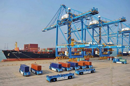 中共病毒疫情冷卻全球貿易,如今中國外貿面臨劇烈衝擊。圖為:中國某貿易港。(getty image)