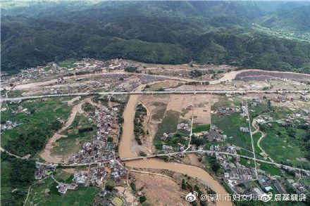 中國連日下起暴雨,下游地區災情慘重。(圖/翻攝自微博)