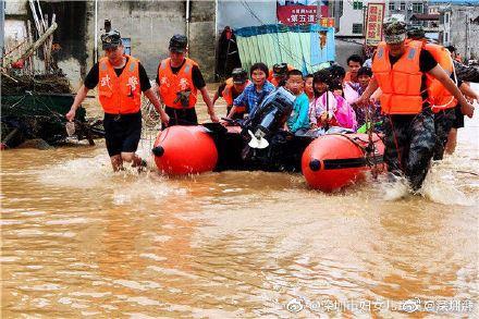 中國洪災帶來的損失,截至7月3日已達483.6億人民幣。(圖/翻攝自微博)