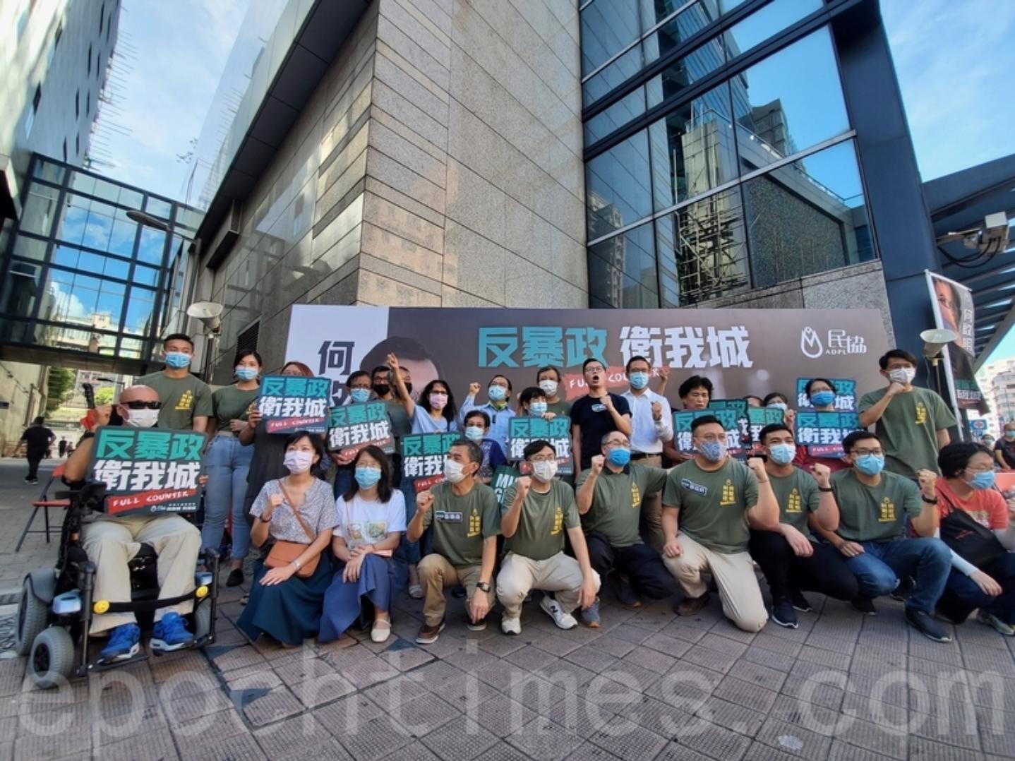香港民主民生協進會(民協)今日(7月5日)在深水埗舉行以「香港人迎戰」為題的九龍西街坊集氣活動,多位民協成員及區議員發言,他們呼籲每一位市民都能在7月11、12日的民主派民間初選日進行投票,用實際行動向極權施壓。(宋碧龍 / 大紀元)