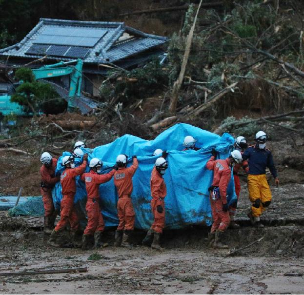 7月4日,日本九州南部豪雨成災,河川氾濫、民宅遭土石流沖毀。(AFP)