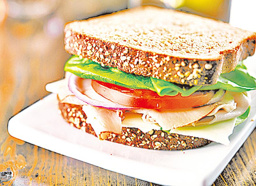選擇全麥或雜糧麵包,可以讓三文治更營養。