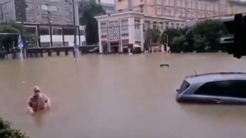 網上傳出的影片顯示,武漢市一片汪洋。(影片截圖)
