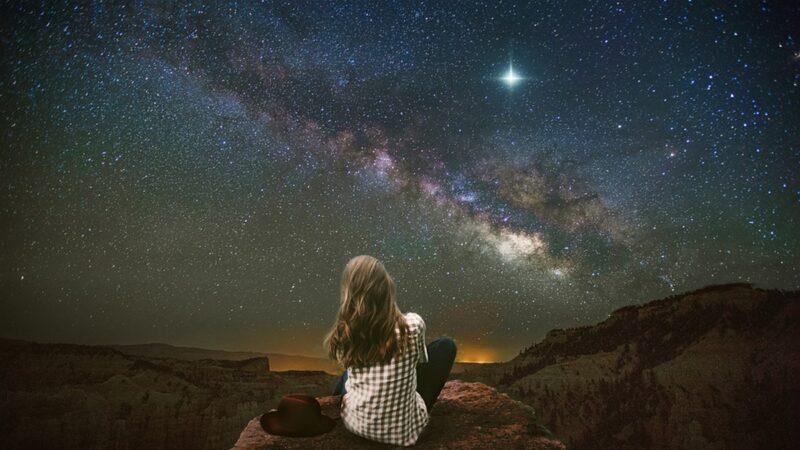 近日,天文學家發現,在距離地球7500萬光年的宇宙深處,一顆大質量的恆星突然消失了。(pixabay)