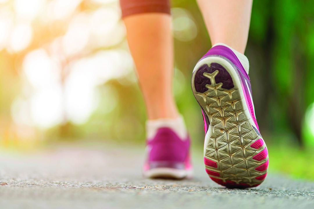 跑步時要注意自己的腳步和姿勢。