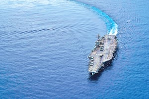 美雙航母「獨立日」現身南海