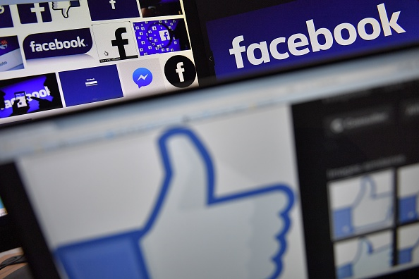 「港版國安法」的實施觸動到多個社交平台及即時通訊軟件,知名通訊及社交媒體包括Facebook、WhatsApp、Telegram、Twitter及Google均宣佈,在謹慎評估新法影響前,暫時不會配合港府關於提交用戶資料的要求。示意圖。 (LOIC VENANCE/AFP via Getty Images)