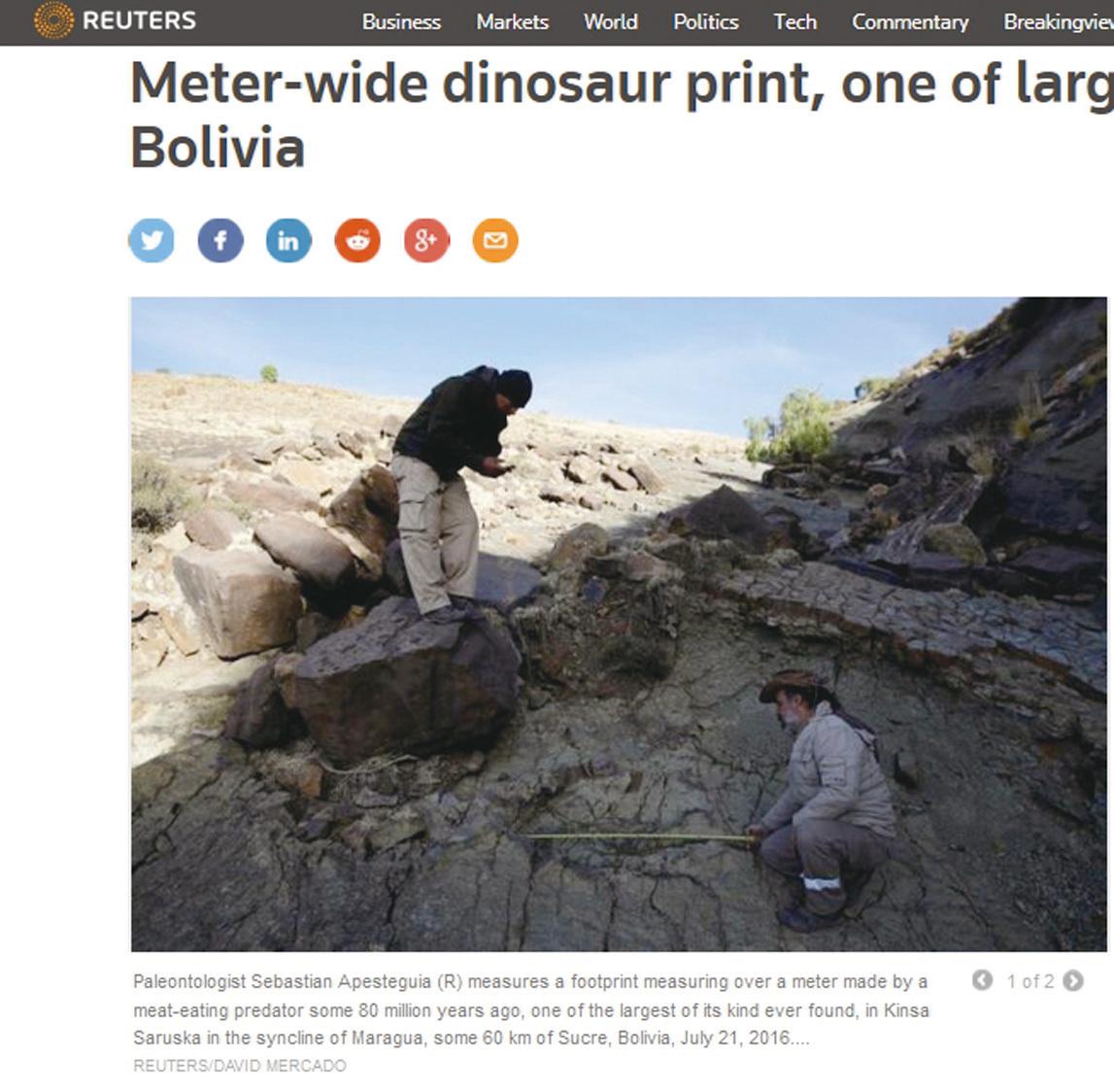阿根廷古生物學家阿佩斯特吉亞(右)在玻利維亞發現史上最大的阿貝力龍腳印。(網頁截圖)