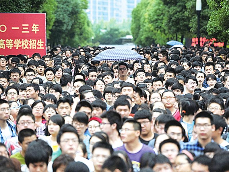 陸高考開啟1,071萬人迎考