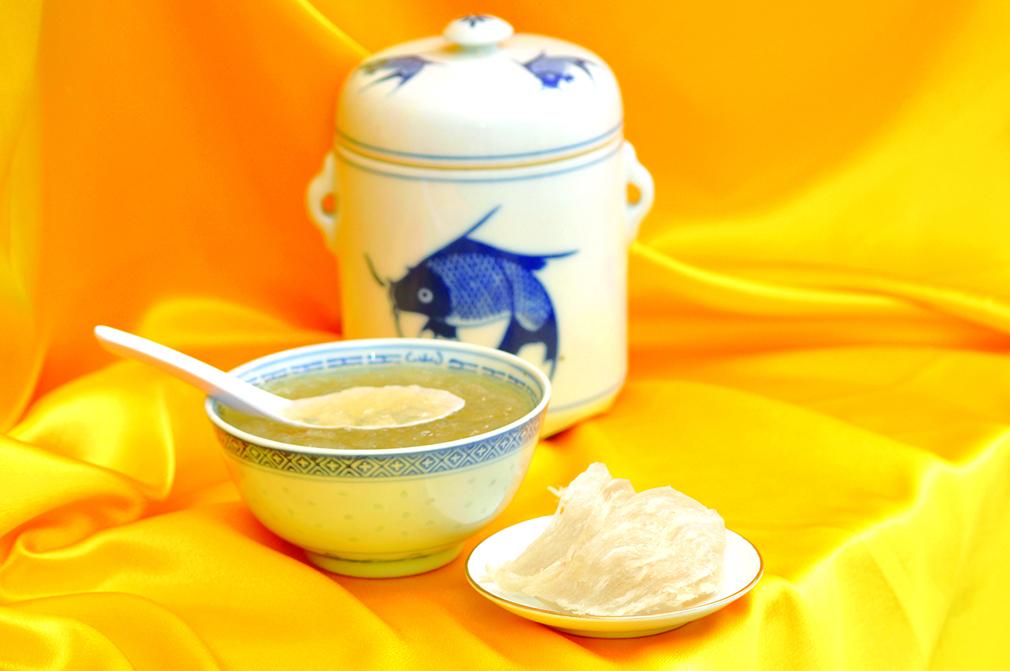 乾隆皇經常吃燕窩,燕窩可以滋陰潤燥,補中益氣。