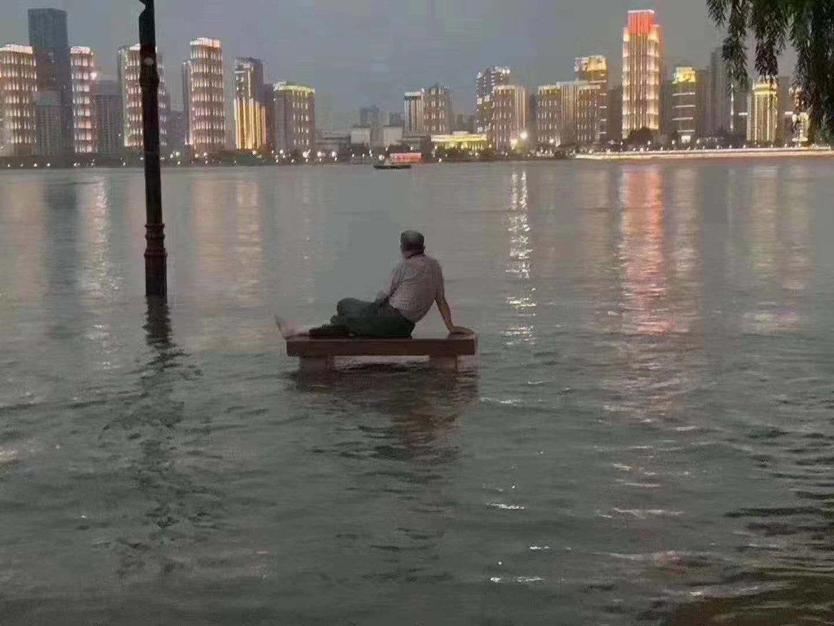 武漢暴雨一半城市被淹、進入看海模式,市委書記宣佈進入一級戰備。(網絡圖片)