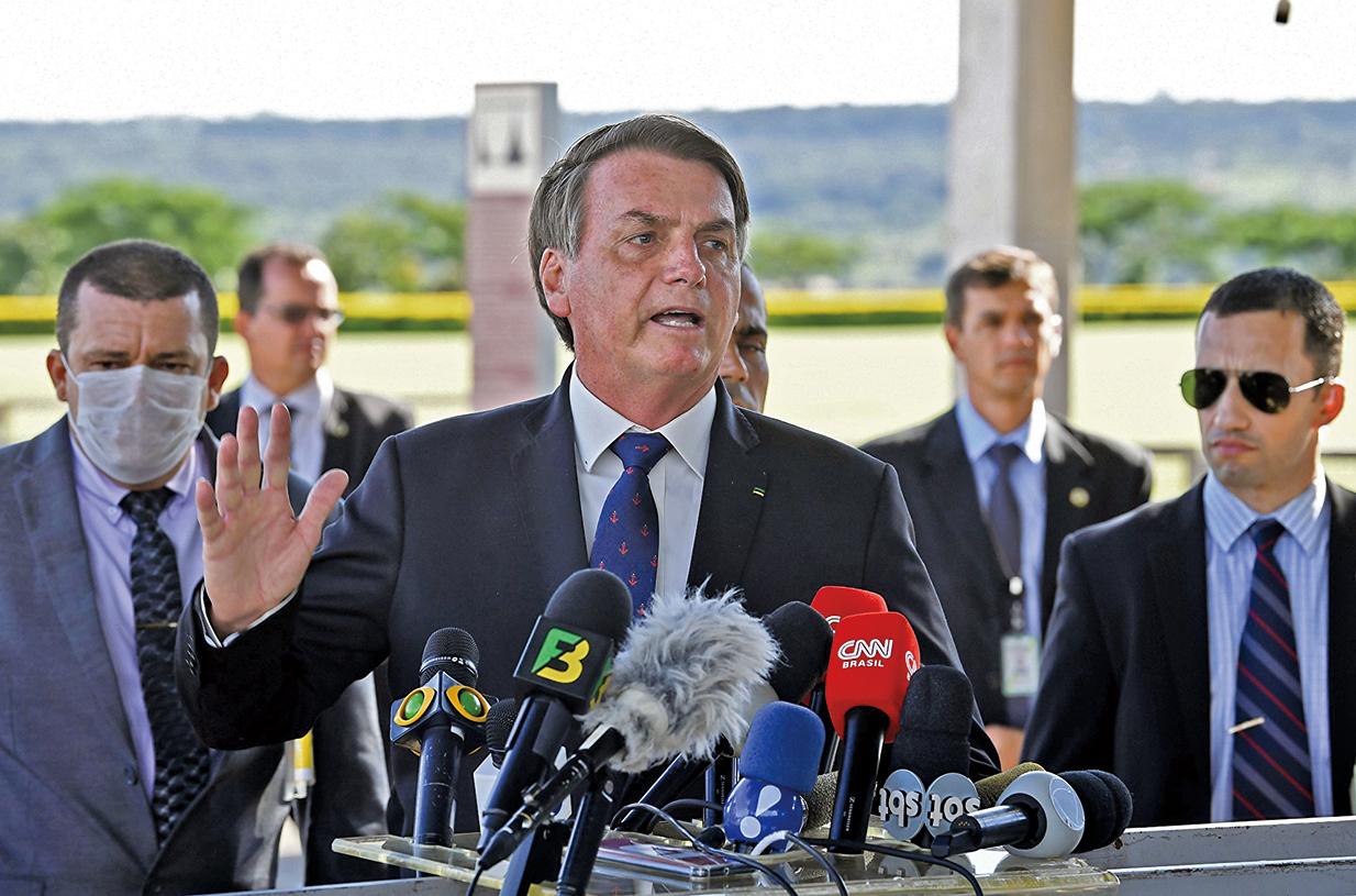 圖為2020年3月20日,巴西總統賈爾 博爾索納羅(Jair Bolsonaro)向媒體發表講話。(Getty Images)