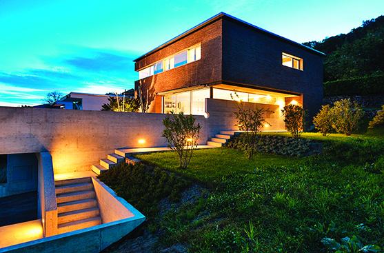 好的戶外照明,能夠凸顯建築物的優點。
