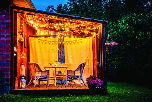 用來娛樂與休憩的露台,適合裝設溫暖不過量的照明。