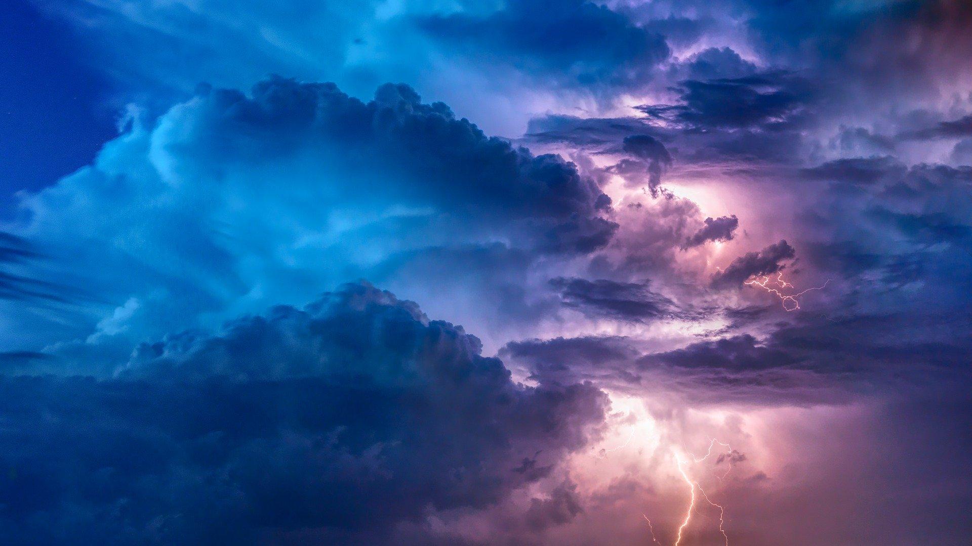 有猶太教拉比指出,中共邪惡政權可能引發末世的歌革與瑪各之戰。圖為風暴與閃電的示意圖。(Pixabay)