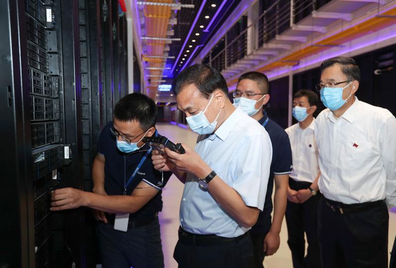李克強巡數據中心現驚人舉動 網友:違反「國安法」可逮捕