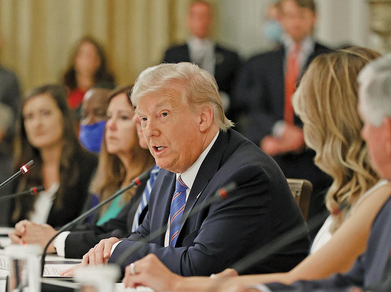 7月7日,美國總統特朗普在白宮東廳,與學生、老師和管理人員的活動上發表講話,談論如何在發生中共病毒大流行期間安全地重新開放學校。(Getty Images)