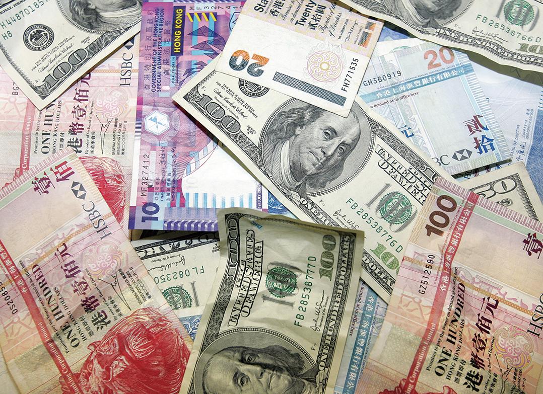 彭博社引述消息人士稱,華府顧問討論削弱港元聯繫匯率制度,以懲罰北京破壞香港政治自由。(AFP)