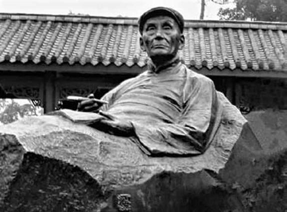 紀念聶紺弩的雕像。(網絡圖片)